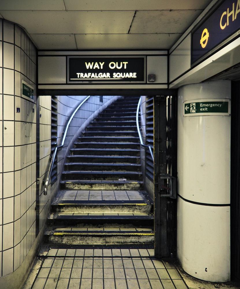 Trafalgar Square Way Out [8992]