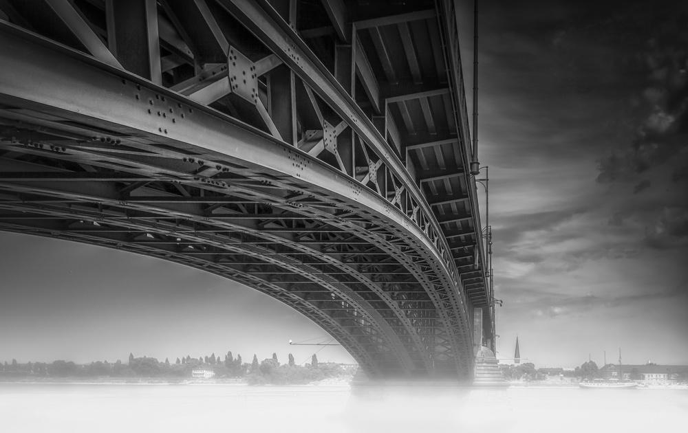 A piece of fine art art photography titled Theodor Heuss Brücke by Ole Moberg Steffensen