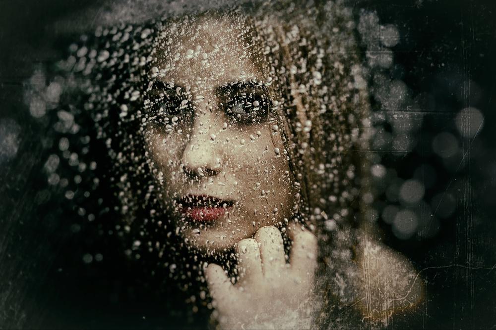 A piece of fine art art photography titled Untitled by Emrah Akyıldız