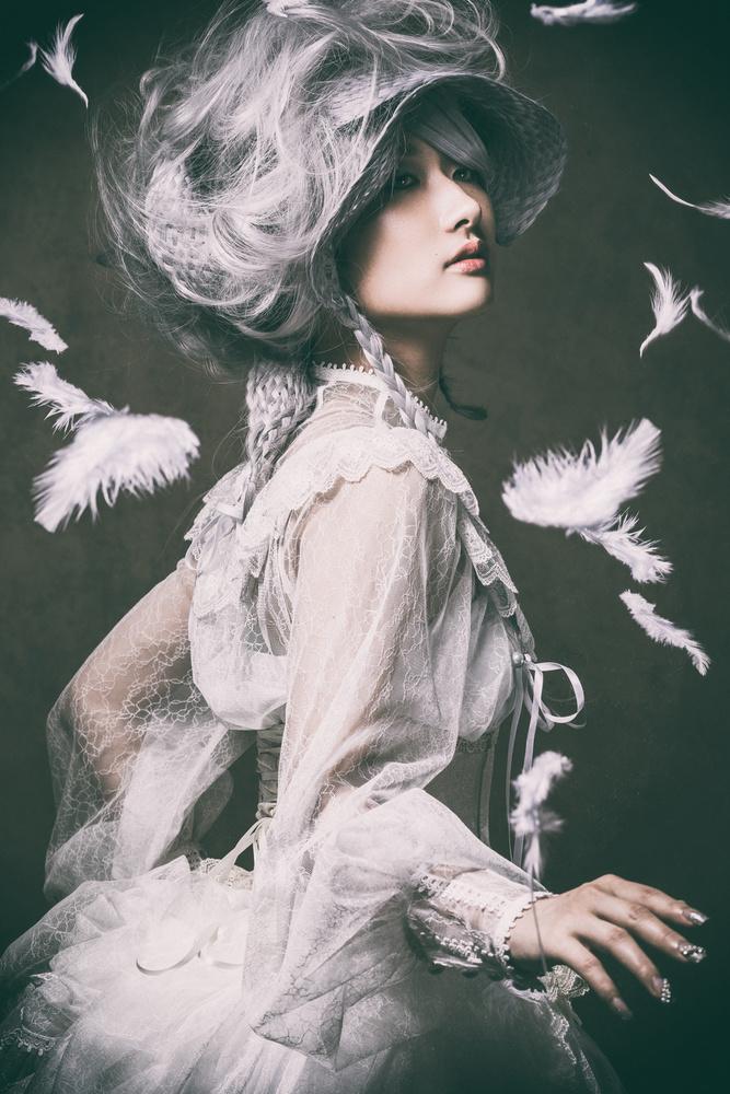 A piece of fine art art photography titled Noblewoman by Daisuke Kiyota