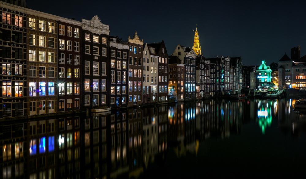 A piece of fine art art photography titled Damrak, Amsterdam by Sus Bogaerts