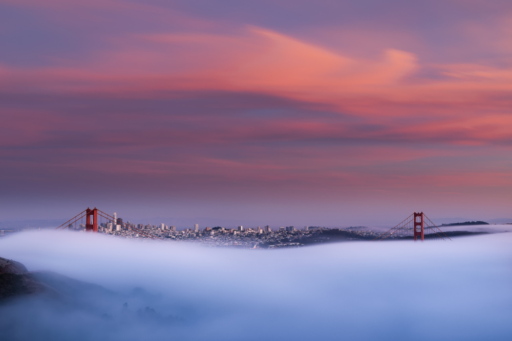 golden gate bridge foggy sunset
