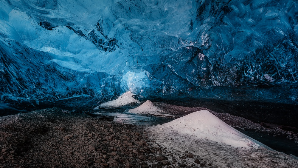 A piece of fine art art photography titled Into the Cave by Guillermo García Delgado