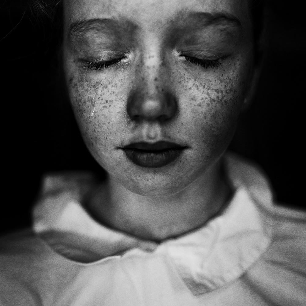 A piece of fine art art photography titled Strappare by Kharinova Uliana