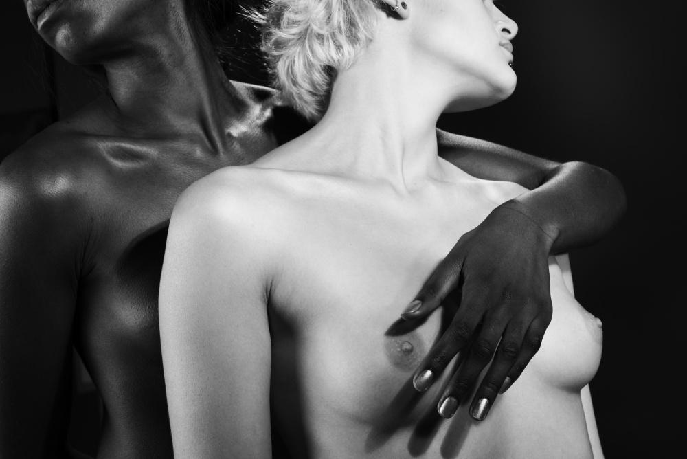 A piece of fine art art photography titled Ash Et Laura 156 by Gérard BERR