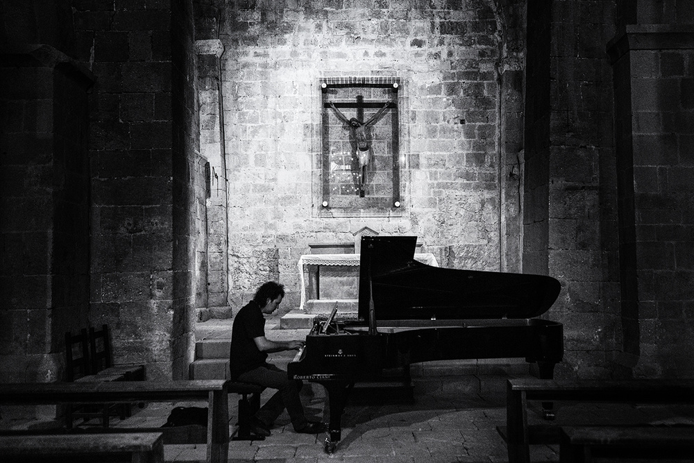 A piece of fine art art photography titled Il Pianista by Massimo Della Latta