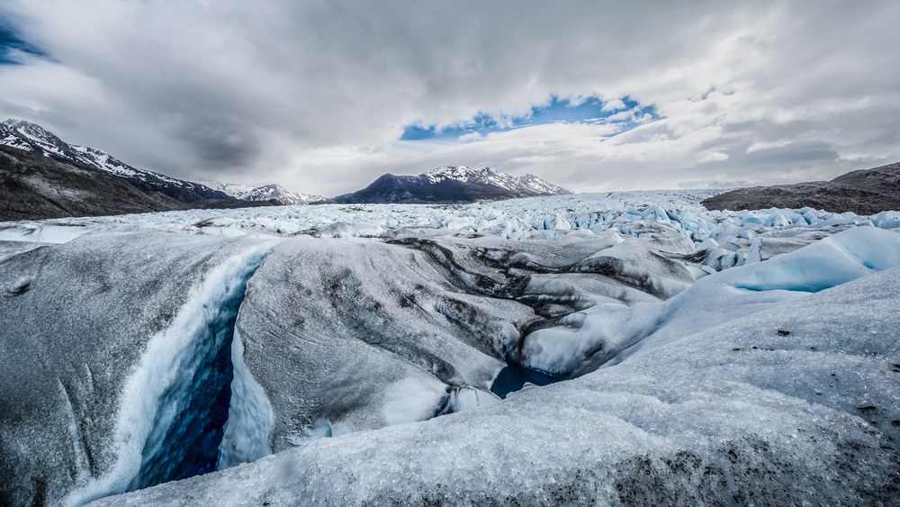 A piece of fine art art photography titled Glaciar by Claudio Spinelli