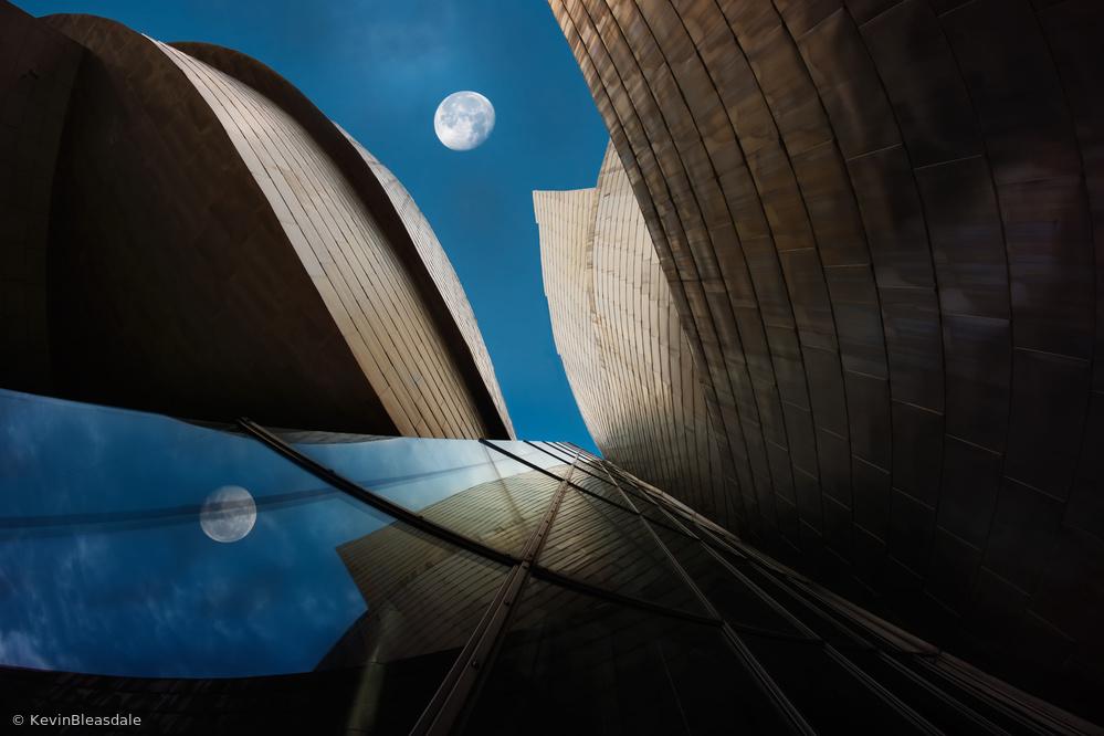 Bilbao Moon