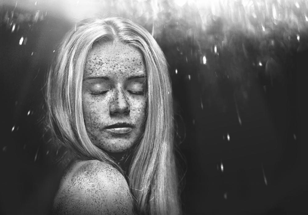 A piece of fine art art photography titled Deeper by Lars Hur