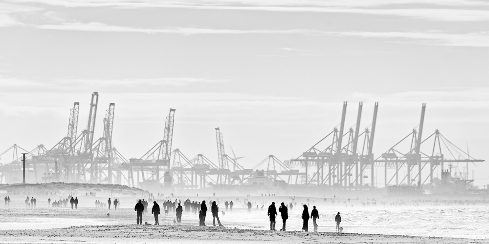 A piece of fine art art photography titled A Sunday Afternoon at the Beach by Frédéric Verhelst (Papafrezzo)