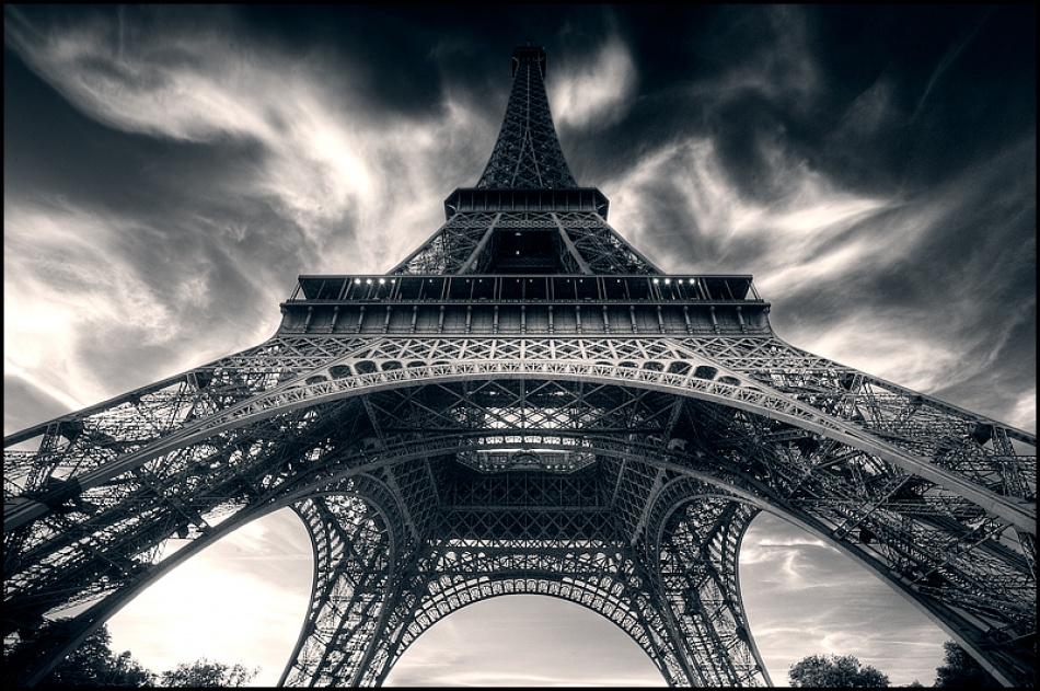 A piece of fine art art photography titled Tour Eiffel by Roger Madsen