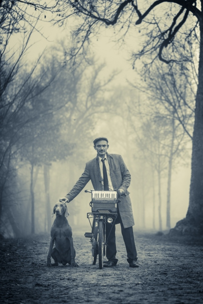 Mann und Hund.