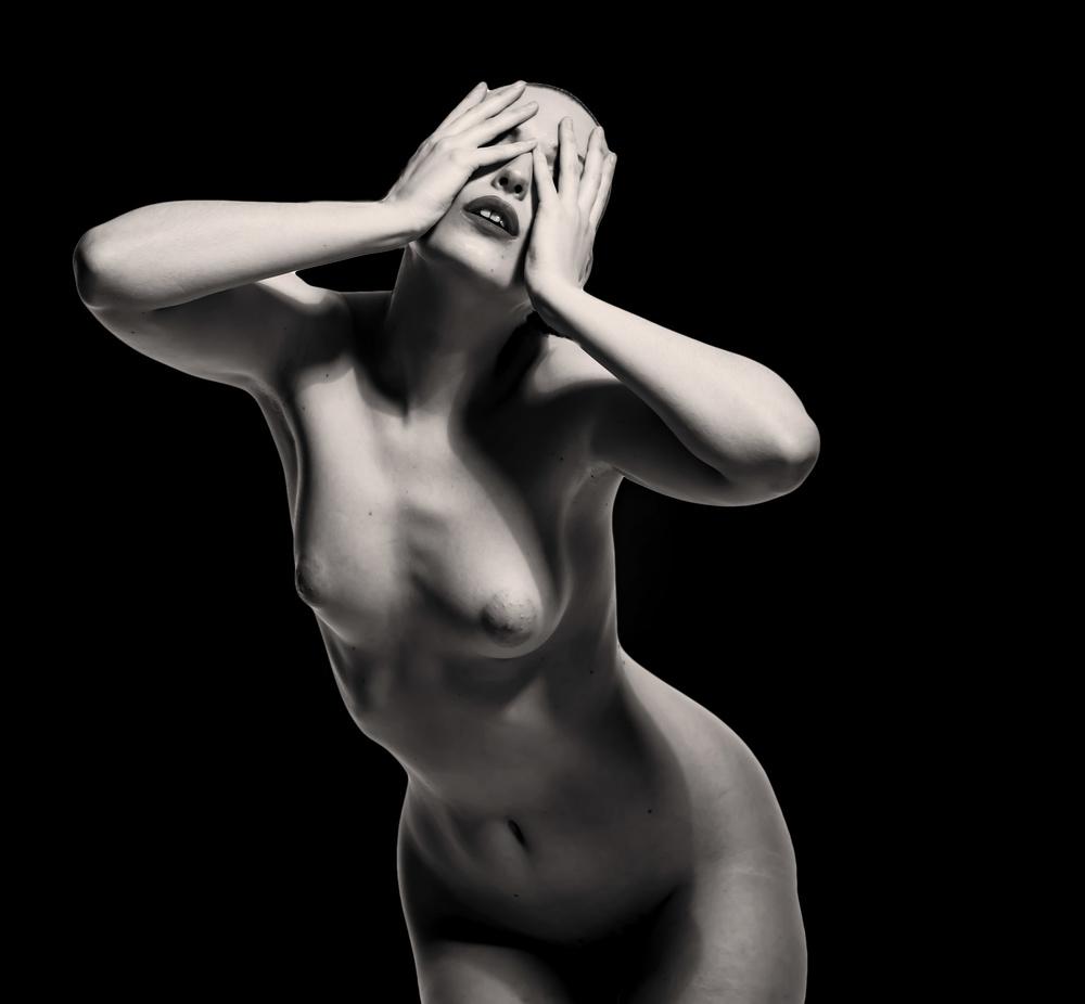 A piece of fine art art photography titled Criera by Ari kordonsky