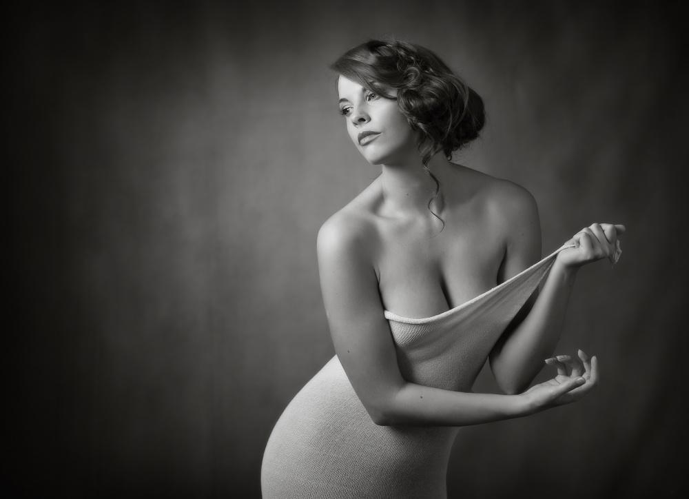A piece of fine art art photography titled Hollie by Ross Oscar