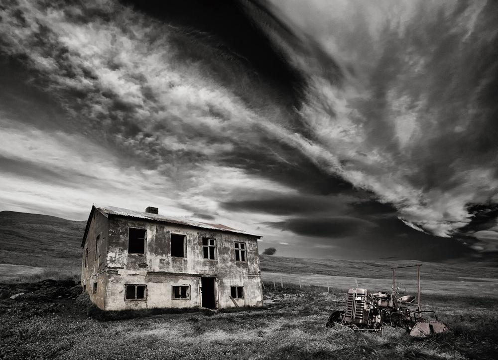 A piece of fine art art photography titled Desolation (mono) by Þorsteinn H. Ingibergsson