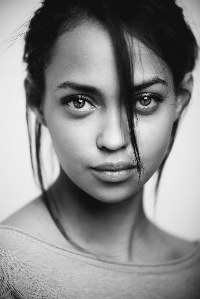 A piece of fine art art photography titled Yasmine IV by Nick van Dijk