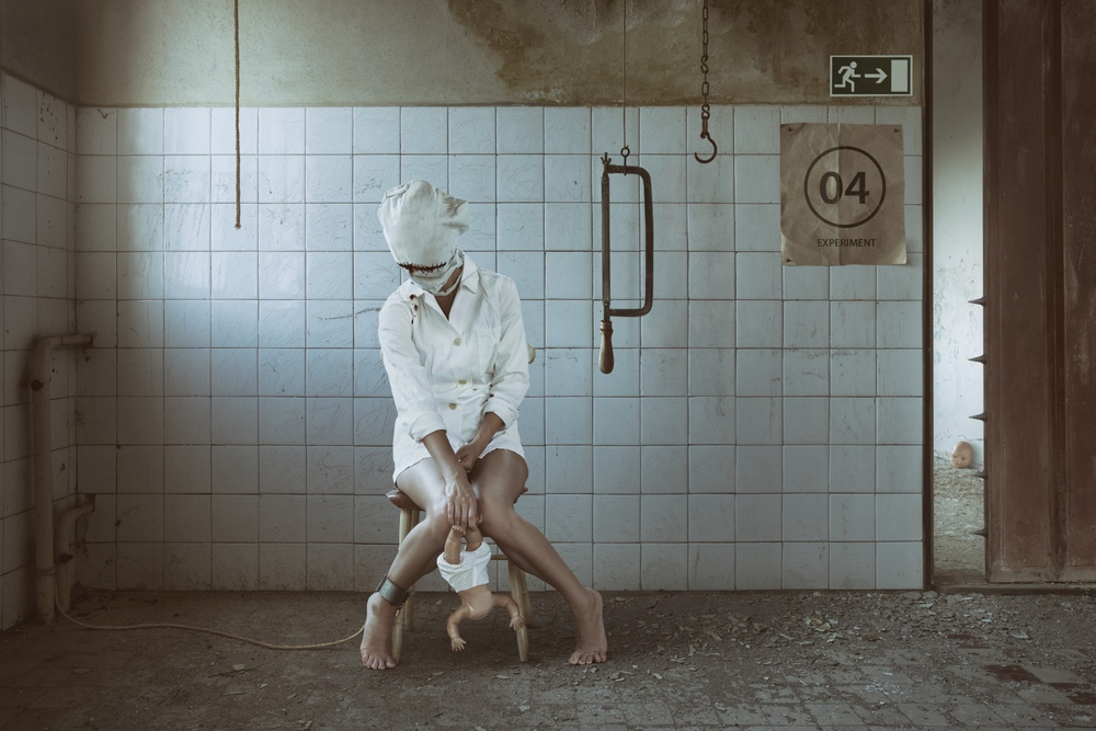 A piece of fine art art photography titled Experiment 04 by Peter Cakovsky