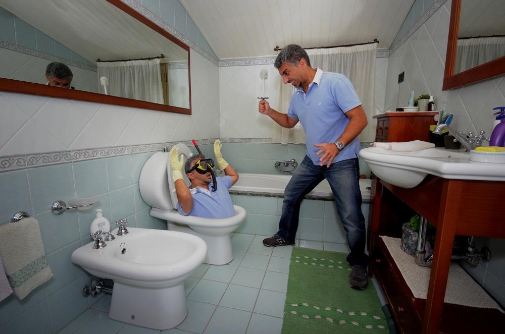 Strange encounters in the toilet bowl