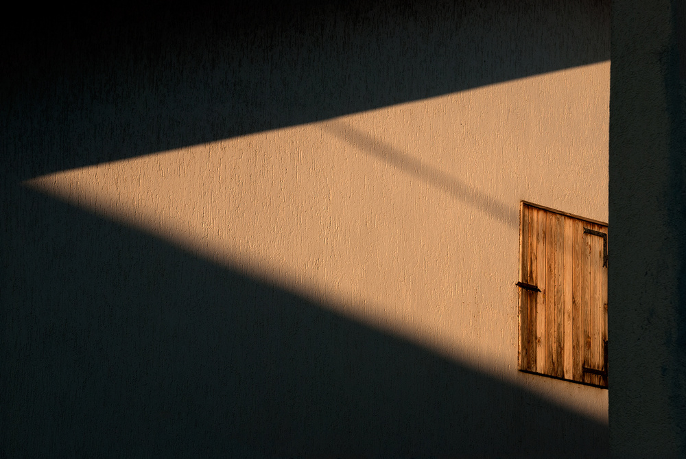 Window in a triangle of light