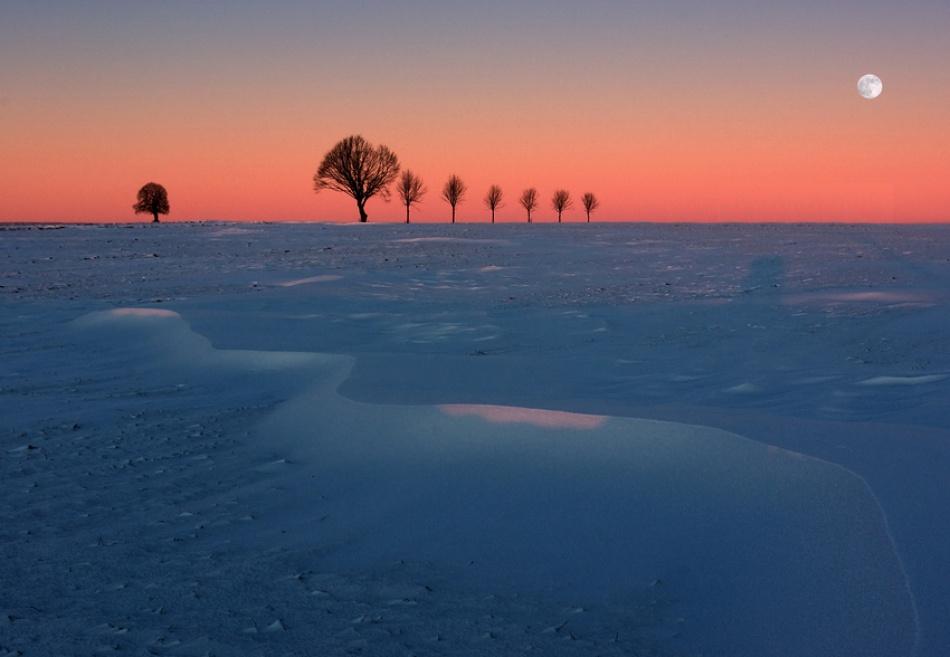 A piece of fine art art photography titled Moonrise by kregon