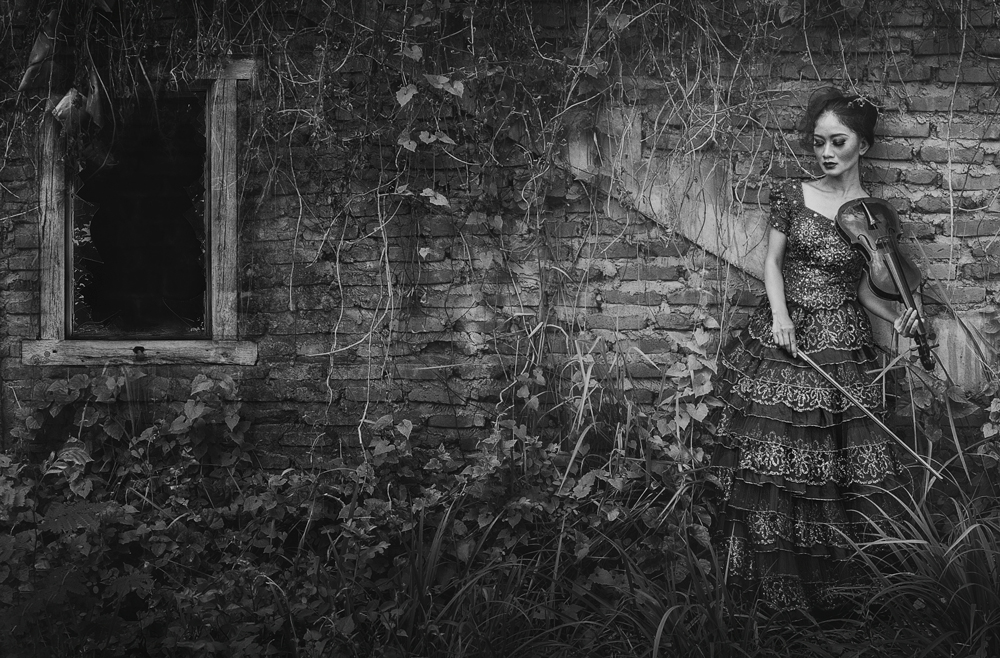 A piece of fine art art photography titled Usah Kau Lara Sendiri by rooswandy juniawan