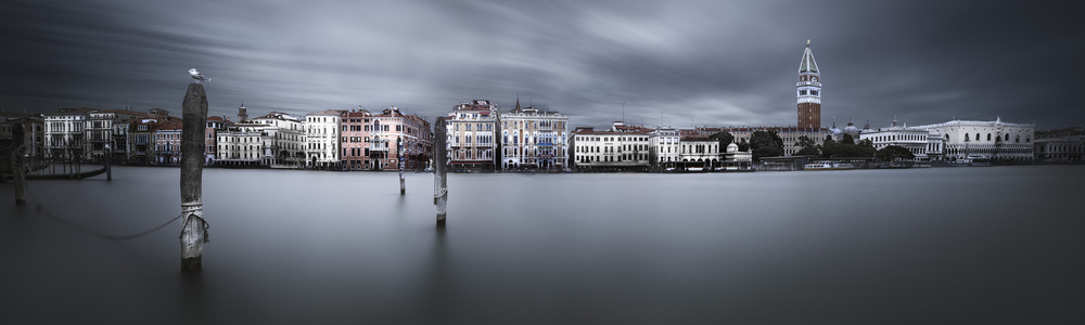 A piece of fine art art photography titled Tranquillo Venezia I by Andreas Paehge