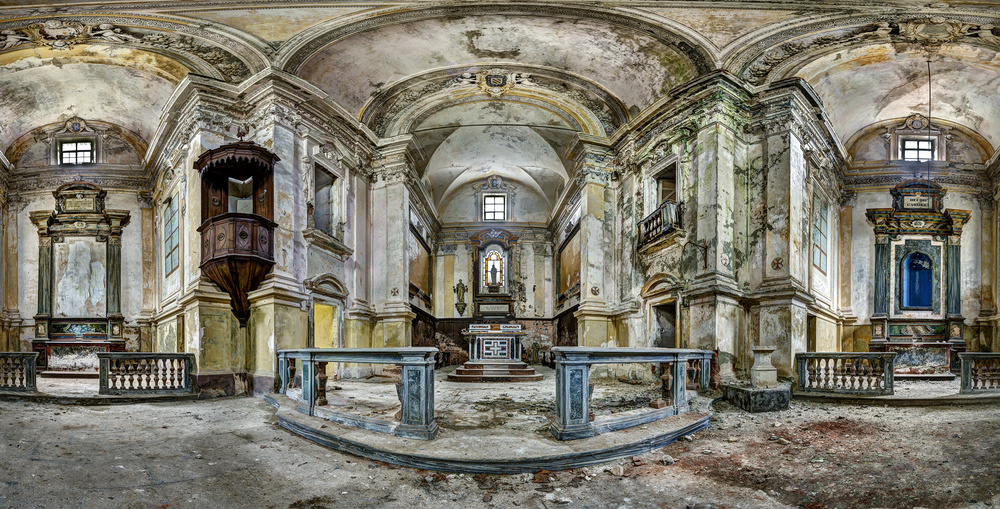 A piece of fine art art photography titled Chiesa C by Andreas Paehge