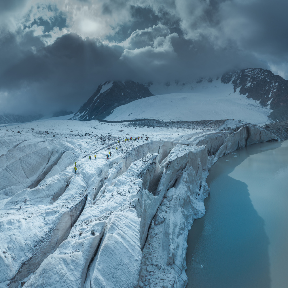 Mount Bogda 5445 《穿越冰河》