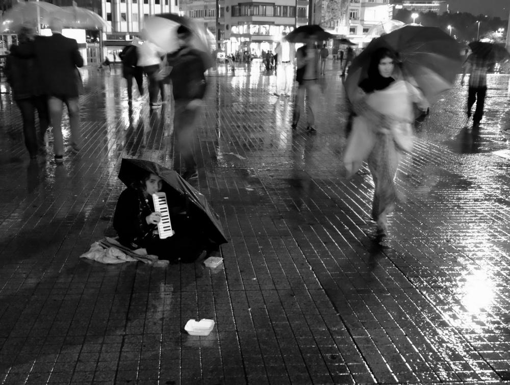 A piece of fine art art photography titled Street Performer by edizeren