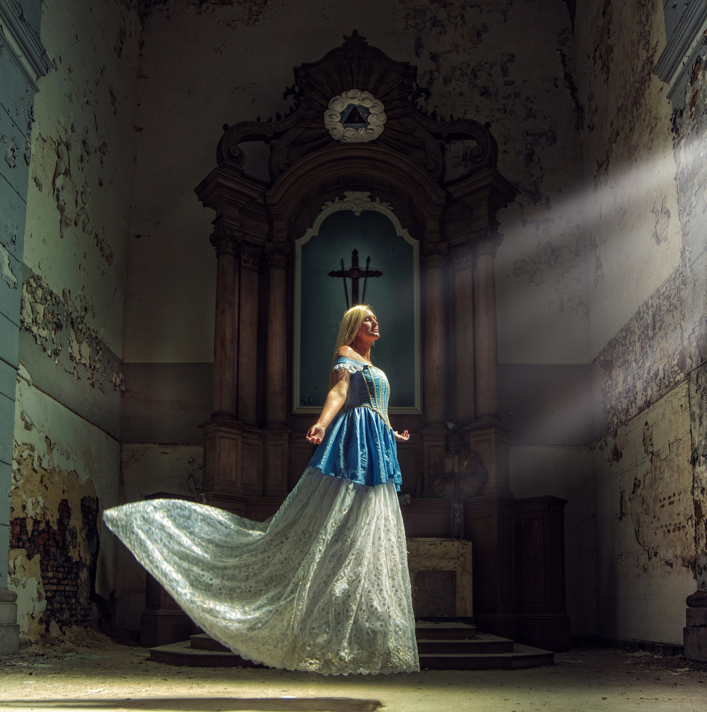 A piece of fine art art photography titled Levitated to Light by Axel K. Schoeps