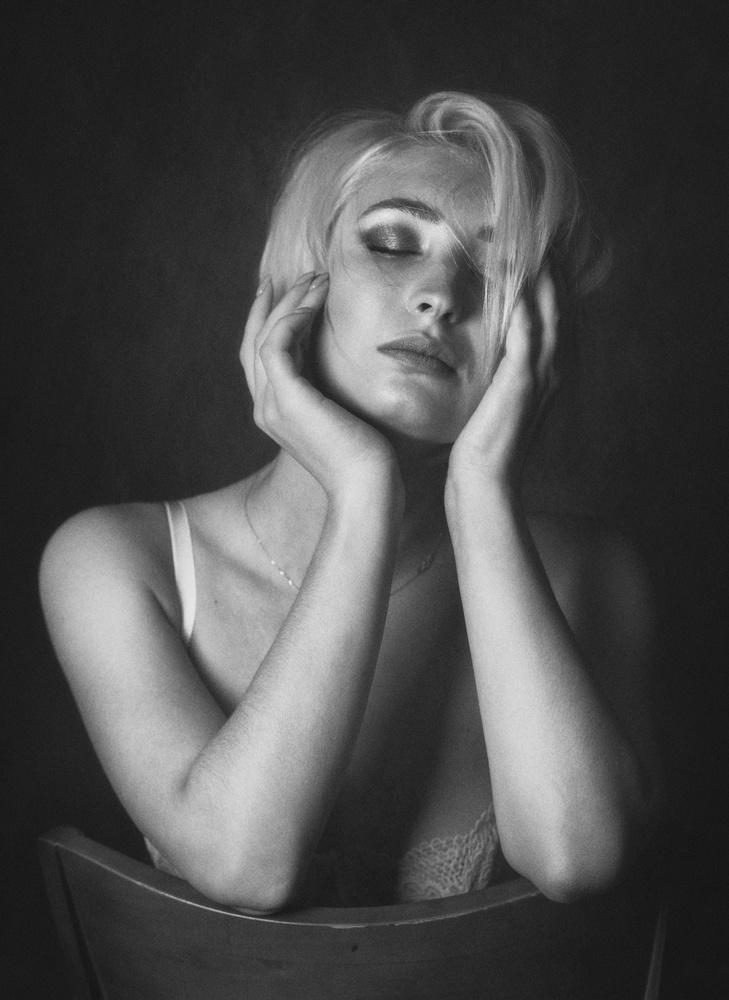 A piece of fine art art photography titled Lisa by Zachar Rise