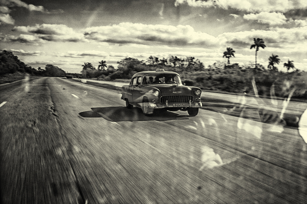 A piece of fine art art photography titled Taxi Havana by Marc Limbach