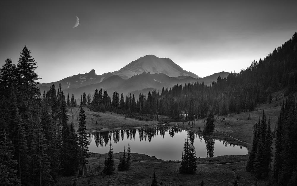 A piece of fine art art photography titled Mt Rainier by Michael Zheng