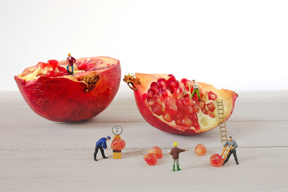 to disassemble pomegranate