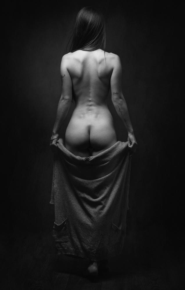 A piece of fine art art photography titled V by Zachar Rise
