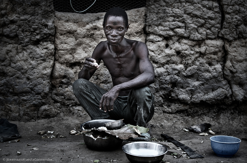 View this piece of fine art photography titled Eating - Benin by Joxe Inazio Kuesta Garmendia