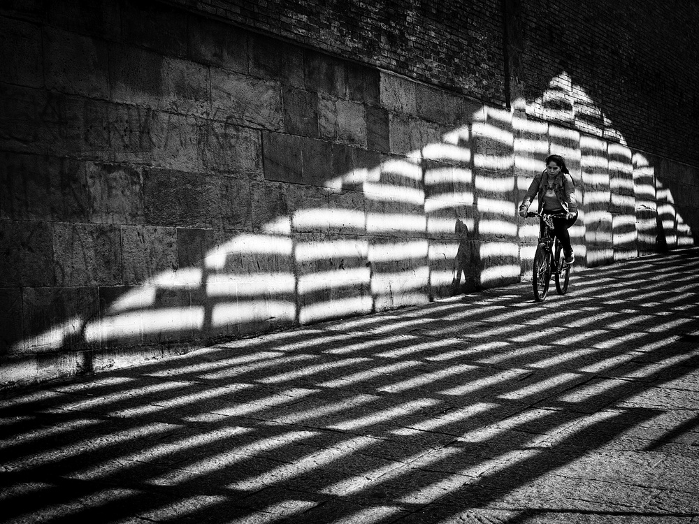 Cyclist between lights