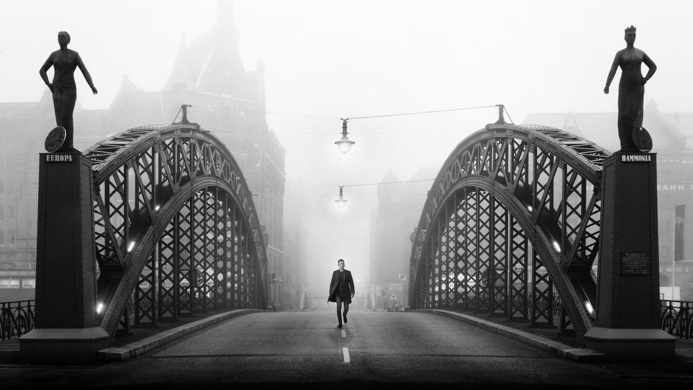 A piece of fine art art photography titled Brooksbrücke by Alexander Schönberg