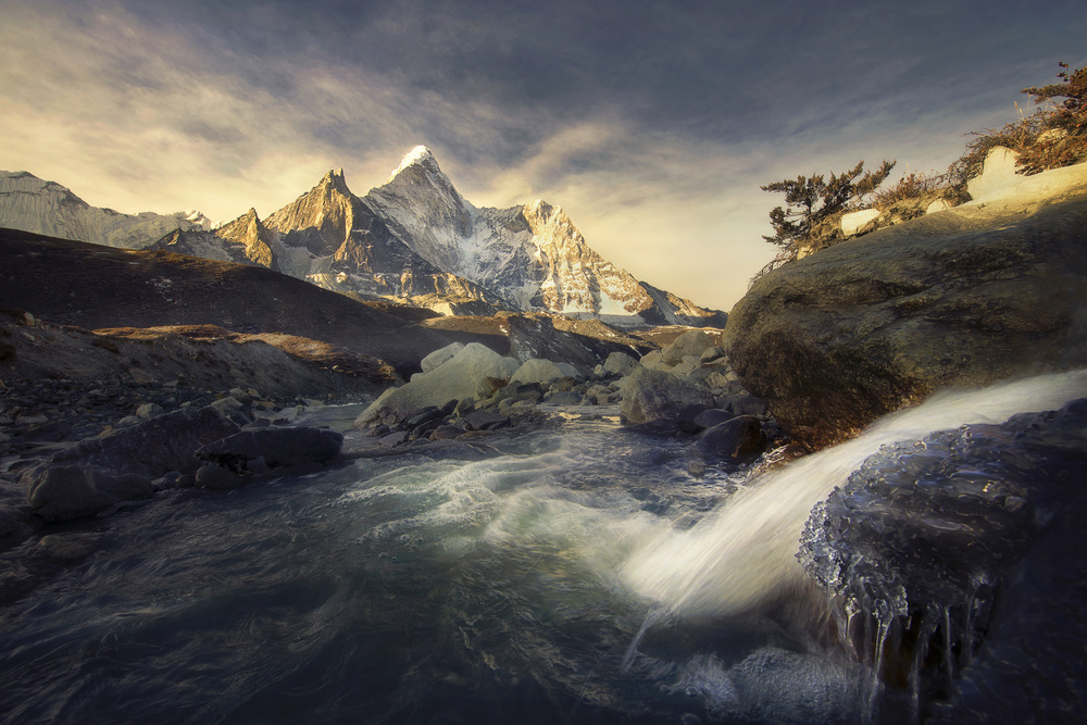 View this piece of fine art photography titled Ama Dablam by 卡卡kaka