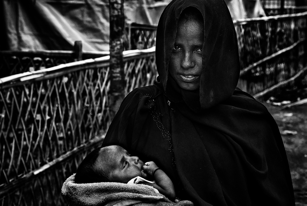 A piece of fine art art photography titled Rohingya Woman and Her Child by Joxe Inazio Kuesta Garmendia