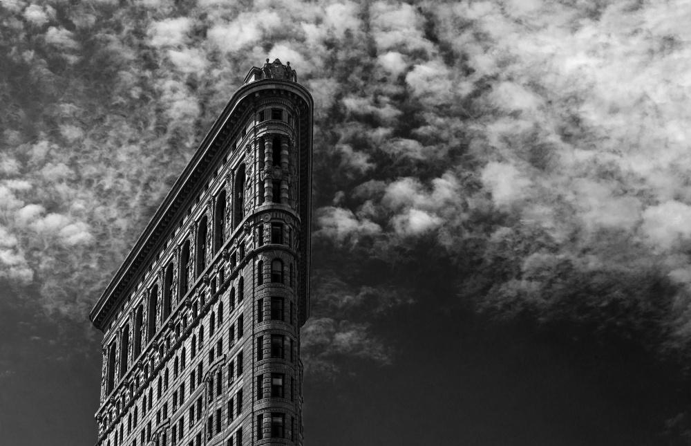 A piece of fine art art photography titled NYC, Flatiron by Francesco Santini