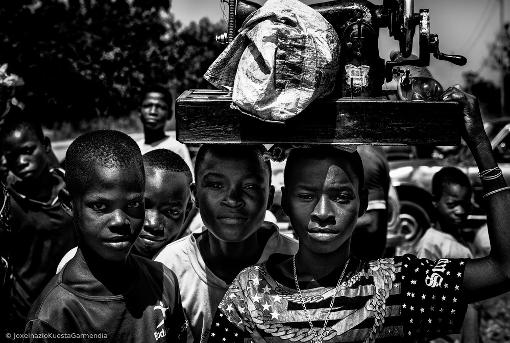 View this piece of fine art photography titled In a market in Benin. by Joxe Inazio Kuesta Garmendia