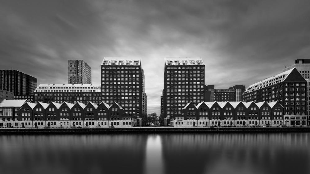 A piece of fine art art photography titled Spoorweghaven by Oscar Lopez