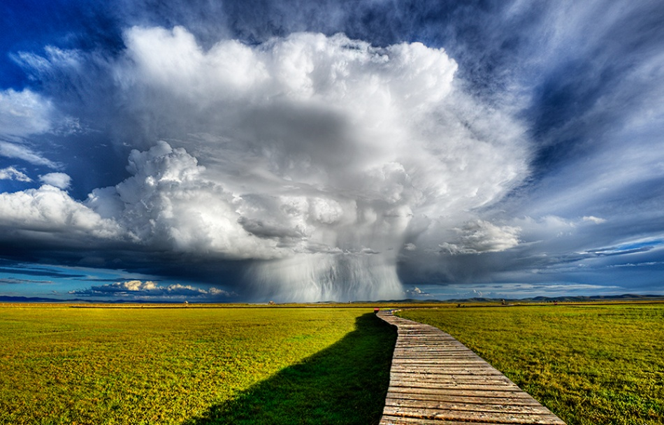 A piece of fine art art photography titled Atomic Cloud by Hendrik Tio
