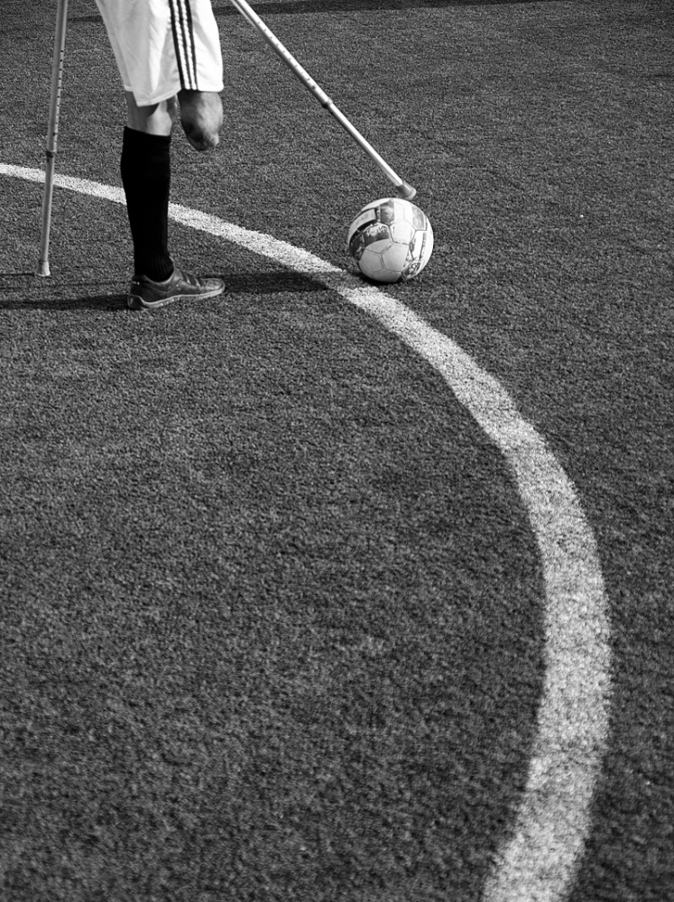 1 foot, football !