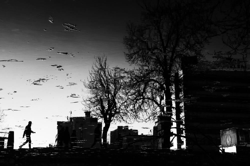 A piece of fine art art photography titled Untitled by Ozer Ozmen