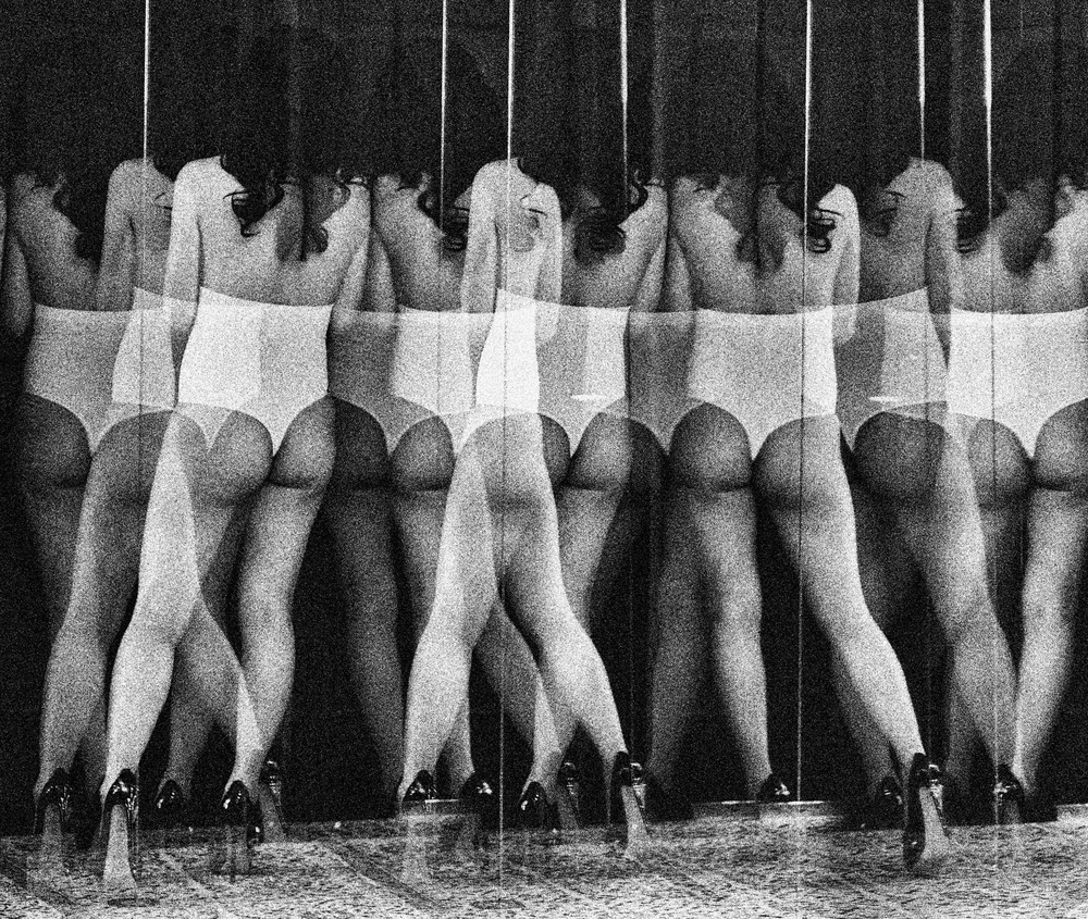 A piece of fine art art photography titled Ballett by Erik Schottstaedt