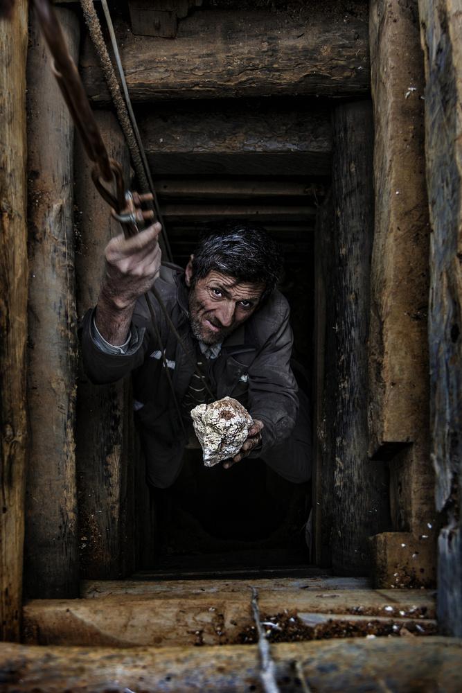 A piece of fine art art photography titled Meerschaum Worker by Yasemin Bakan