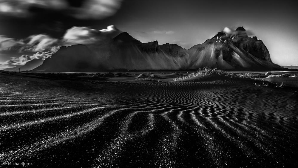 Iceland - Lines into Vestrahorn