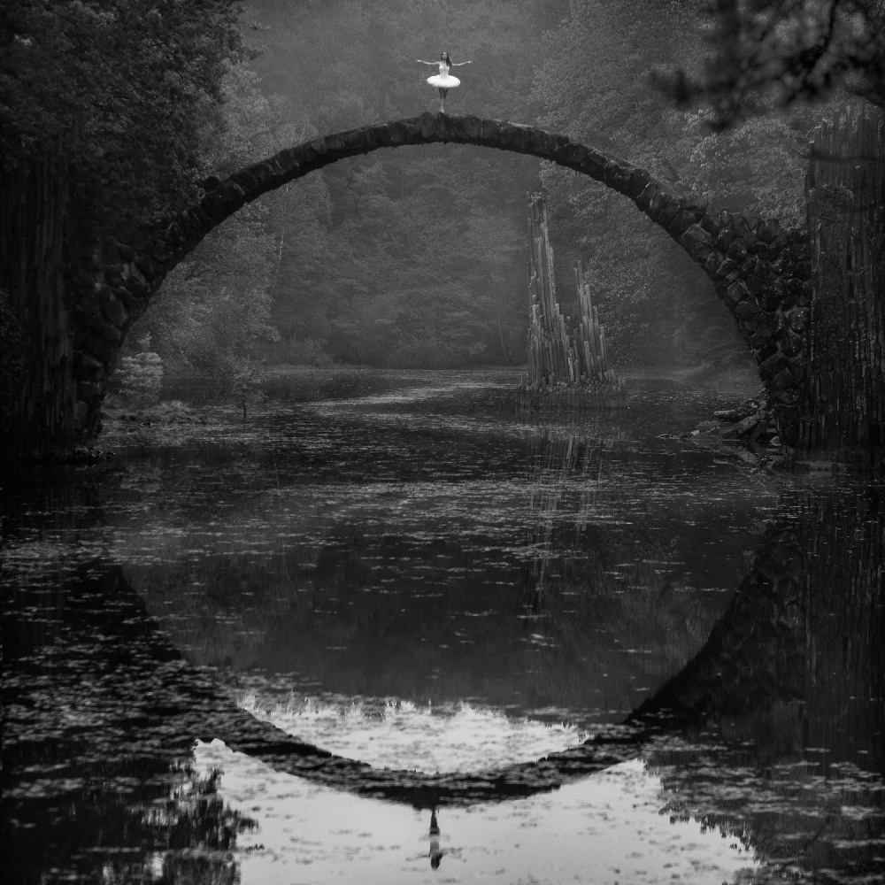 A piece of fine art art photography titled Ring by Łukasz Kozłowski